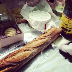 Champagne lunch in the park - I love paris! #Food #Drink #Champagne #Bread #Picnic #Tart