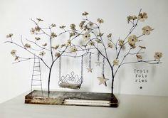 Un p'tit coin pour rêver, fil de fer, bois, papier, lin, métal, sculpture fil de fer, arbre fil de fer (1)