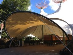 [ xtalie ] toiles solaires architecturales & tendues sur structures légères [ xtalie ] architectural sail shade & tensile fabric on light structure Pergola Shade, Diy Pergola, Gazebo, Bamboo Roof, Membrane Structure, Tensile Structures, Fabric Structure, Civil Engineering, Garden Beds