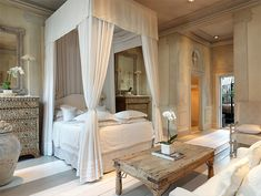 BLAKES HOTEL LONDON —Designed by Anouska Hempel, experience far-off exotic lands in the privacy and sumptuous luxury of one of the world's legendary couture hotels. London Hotels, Penthouse London, Cottage Chic, Home Bedroom, Bedroom Decor, Master Bedrooms, Dream Bedroom, Hotel Canopy, Bed Price