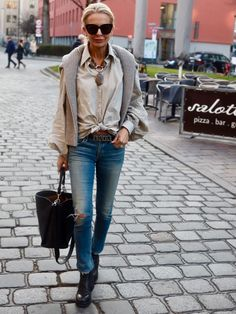 At mid too old for fashion clothes? … No, says Bibi Horst Stylish Outfits For Women Over 50, Simple Summer Outfits, Business Casual Outfits For Women, Smart Casual Outfit, Style Casual, Casual Look, Business Outfits, Casual Chic, Trendy Outfits