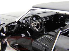 GL12850: Ford Galaxie 500 Baujahr 1964 schwarz Movie Car Men in Black 3 1:18 Greenlight, EAN 810166015301Hersteller: Greenlight Maßstab: 1:18 Fahrzeug: Ford Galaxie 500 Movie Car Serie: Men in Black 3 (2012) Baujahr: 1964 Artikelnummer: GL12850 Farbe: schwarz EAN 810166015301 Modellbesonderheiten:  originalgetreue Innenraumausstattung detaillierter Motorraum lenkbare Vorderräder zu öffnende Motorhaube, Türen und Kofferraum