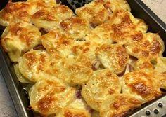 Sütőben sült hagymás krumpli sok sajttal: krémes és pikáns