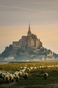 Beautiful Places...Mont St Michel, Normandy, France, photo via Liberté Vakantiehuizen.