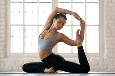 Need photo shooting ideas for your yoga photography? Here is a list of ideas for yoga photography and tips from professionals. Cardio Yoga, Beginner Yoga Workout, Pilates Workout, Workout Tips, Hiit, Fitness Workouts, Yoga Fitness, Health Fitness, High Intensity Workout