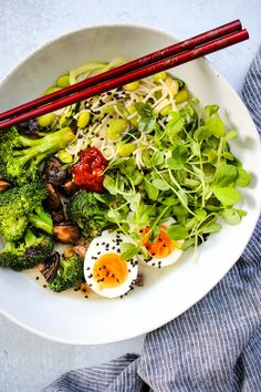 This healthy homemade miso ramen noodle soup is warm, comforting, and packed with vegetables. Vegetarian and vegan options provided! Healthy Ramen Noodles, Ramen Noodle Soup, Ramen Bowl, Noodle Bowls, Miso Ramen Soup Recipe, Gluten Free Ramen, Winter Dishes, Healthy Soup Recipes, Tofu Recipes