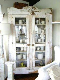 antique white shabby chic armoir - Estilo rústico en alacena. Rustic Style furniture.