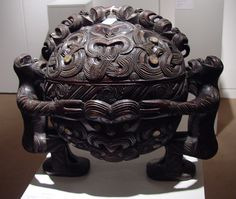 maori Wakahuia or bowl Polynesian People, Polynesian Art, Wood Sculpture, Sculptures, Statues, Maori People, Facial Tattoos, Nz Art, Maori Art