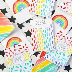 ☆Uitnodigingen☆ Maak je eigen regenboog uitnodigingen simpel en snel. Nodig: Waterverf, blanco kaarten, kwast en een pen. En leef je uit! *Confetti & Balloons*