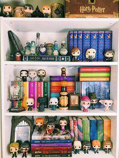 Potter Month: My Harry Potter Shelves - Super Space Chick Super Space Chick Harry Potter Display, Harry Potter Pop, Harry Potter Bedroom, Images Harry Potter, Harry Potter Decor, Harry Potter Fandom, Harry Potter World, Hogwarts, Cadeau Harry Potter