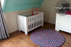 Im Kinderzimmer gilt es, den Kleinen einen Raum zu schaffen, in dem sie sich wohlfühlen können. Runder FilzKugelTeppich für das Kinderzimmer. So erstaunlich schön! http://www.sukhi.de/shop/filzkugelteppiche/rund.html?___SID=U