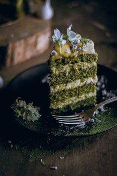 Green Velvet Matcha Green Tea Naked Cake with Passion Fruit Curd & Lemon Zest Cream Cheese Frosting [elciervo]