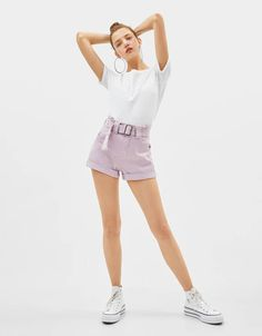 Paperbag shorts with belt - Shorts - Bershka Malaysia Adrette Outfits, Preppy Outfits, Dance Outfits, Fashion Books, Fashion News, Girl Fashion, Belted Shorts, Cotton Shorts, Artsy Photos