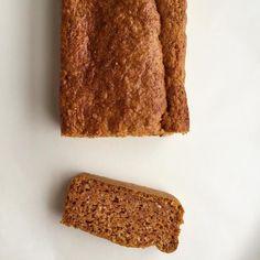 Oui c'est un carrot cake sans glaçage et sans beurre, pour qu'il soit plus léger sans être moins gourmand. Régalez-vous avec ce dessert à la carotte !