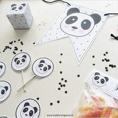 Hallo allemaal, Mij was gevraagd of ik ook een leuk thema pakket in elkaar kon zettenvoor een kinderfeestje.. en het thema moest zijn Panda!!Super leuk natuurlijk en ben er mee aan de slag gegaan.Dit