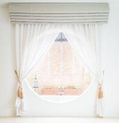 Upięte zasłony przy oknie - uroczy i delikatny widok. #design #urządzanie #urząrzaniewnętrz #urządzaniewnętrza #inspiracja #inspiracje #dekoracja #dekoracje #dom #mieszkanie #pokój #aranżacje #aranżacja #aranżacjewnętrz #aranżacjawnętrz #aranżowanie #aranżowaniewnętrz #ozdoby