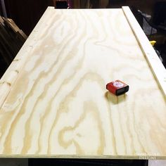This textured headboard and footboard are incredibly easy to build, and look fantastic! Can you believe they are made using boards & inexpensive wood shims? Tapestry Headboard, Pillow Headboard, Wood Headboard, Headboard And Footboard, Headboard Ideas, Bedroom Ideas, Bedroom Decor, Furniture Projects, Furniture Makeover