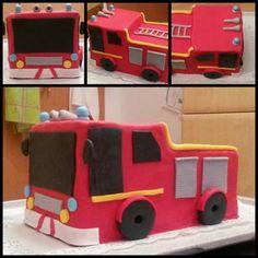Die Zwillingsjungs Fabian und Sebastian sind richtige Feuerwehrfans. Also, was liegt da näher als eine Feuerwehrauto Torte? Ihr Wunsch war mir Befehl ;-)  Zuerst backte ich ...