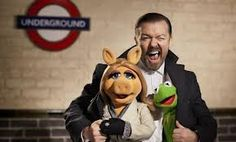 RICKY GERVAIS WITH KERMIT & MISS PIGGY.