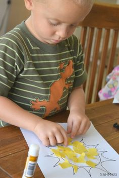 Toddler Lesson Plans for learning colors are a simple way to teach toddlers colors with easy activities for toddlers to learn colors in a hands-on way. #sponsored