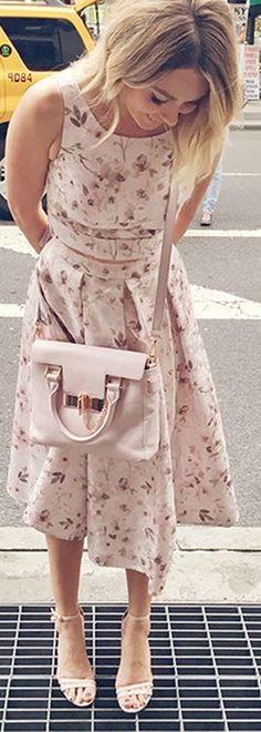 Who made  Lauren Conrad's tan sandals, pink handbag, and floral dress?