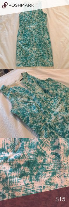 Ann Taylor - Size 4 This is a fun turquoise and white patterned dress WITH POCKETS that I absolutely love but unfortunately no longer fit into. Great dress to wear to work, a luncheon, or a shower. It's an A line dress with pockets and is lined. Ann Taylor Dresses
