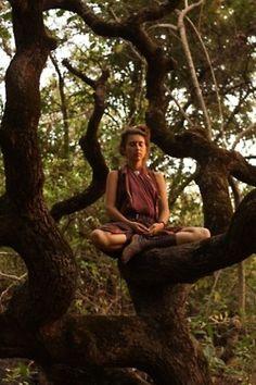Med·i·ta·tion Temp·ta·tion- Inner, outer peace through yoga, food, and meditation. Estilo Hippy, Hippie Culture, Psy Art, Stress, Into The Woods, Yoga Meditation, Yoga Poses, Serenity, Hippie Boho