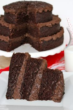 The greatest chocolate cake you'll ever eat - rich, moist chocolate cake with a decadent dark chocolate frosting! Best Chocolate Cake, Chocolate Flavors, Chocolate Desserts, Chocolate Frosting, Cupcake Recipes, Cupcake Cakes, Dessert Recipes, Cupcakes, Just Desserts