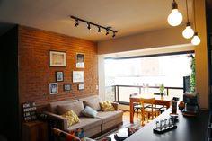 Blog de decoração e arquitetura Brick In The Wall, Brick Wall, Studio Condo, Cute Apartment, Sweet Home, I Coming Home, Bedroom Accessories, Small Apartments, Home Interior Design