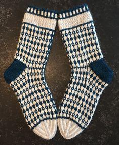 Mittens, Knitting Patterns, Slippers, Vintage, Fashion, Knitting Socks, Fingerless Mitts, Moda, Knit Patterns