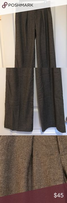 Banana Republic Wide Leg Trousers Banana Republic Wide leg button front closure Trousers. Size 4 - purchased and worn once! Great condition! Brown and black tweed knit fabric. Perfect for work! Banana Republic Pants Wide Leg