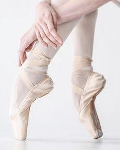 Vaganova Ballet Academy student Elizaveta Kulikova, photographed by Darian Volkova. Ballet Images, Ballet Pictures, Ballet Photos, Dance Pictures, Ballet Feet, Ballet Dancers, Pointe Shoes, Dance Shoes, Vaganova Ballet Academy