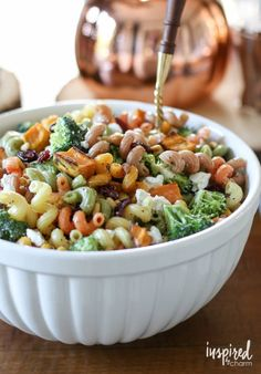 This Fall Harvest Pasta Salad is one of my favorite fall side dishes. A delicious and fresh nod to the season, this salad is packed with seasonal flavor. Healthy Recipes, Healthy Snacks, Healthy Eating, Cooking Recipes, Best Pasta Salad, Pasta Salad Recipes, Cacciatore, Tempeh, Thanksgiving Recipes