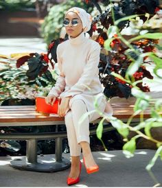 The orange is 👌🏽 Modest Outfits, Classy Outfits, Modest Fashion, Unique Fashion, Fashion Outfits, Muslim Women Fashion, Islamic Fashion, Casual Hijab Outfit, Hijab Chic