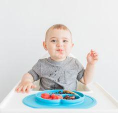 ezpz – eli iizipiizi – on innovatiivinen ruokailualusta, joka helpottaa arkea! ezpz on samaan aikaan sekä kätevä lautanen ettäpöytään kiinnittyvä ruokailualusta.  Lapselle hymyllään iloa tuova Mini Maton ezpz-tuoteperheen uusintuote, jossa yhdistyy silikoninen pöydästä irtoamaton ruokailualusta ja käyttöä kestävä lasten lautanen. Mini Mat on nimensä mukaisesti miniversio suositusta Happy Mat -alustasta, joten se mahtuu lähes … Jatkuu