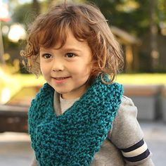 This quick and easy knit cowl pattern for kids is a great way to practice moss stitch.