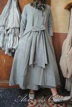 """MLLE MISTIGRI : Robe en coton gris clair """"Les filles d'Ailleurs"""", col """"Les Filles d'Ailleurs"""","""