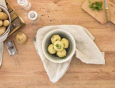 Zutaten: 800 g Erdäpfel mehlig; 100 g Weizenmehl; 1Ei; 1 Msp. Muskat; 1 Prise Salz! Mehr dazu auf der ADEG Website! Camembert Cheese, Dairy, Food, Coq Au Vin, Salt, Apple, Food Portions, Homemade, Easy Meals