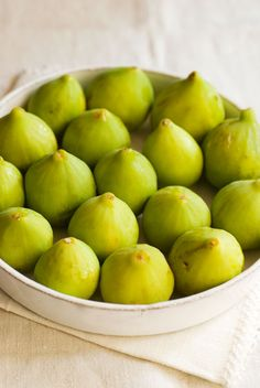 Love figs! Green Fig, Green Cream, Fig Recipes, Think Food, Delicious Fruit, Tasty, Spring Green, Fruits And Vegetables, Fresh Fruit
