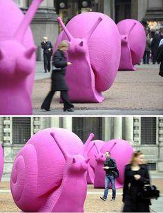 Plastic Fantastic: Cracking Art Group Colors Our World | WebEcoist caracol escala escultura urbano exterior
