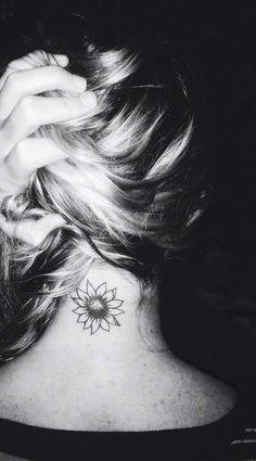 tattoo di girasole contorni delicati e colori soft per questo tattoo ...