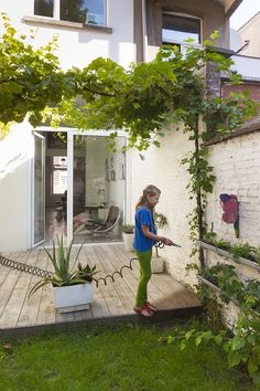 Small Backyard Ideas - With a little preparation, also the smallest yards can end up being a fantastic getaway. We have actually obtained 15 small backyard ideas to assist you get started. Back Gardens, Small Gardens, Diy Jardin, Porch And Terrace, Gazebos, Casa Patio, Small Backyard Landscaping, Backyard Ideas, Garden Screening