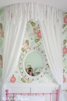 Gorgeous and simple to make no sew bed canopy. All you need is fabric, a staple gun and hot glue..