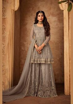 Pakistani Sharara, Sharara Suit, Pakistani Bridal Dresses, Pakistani Outfits, Indian Dresses, Indian Outfits, Patiala, Salwar Kameez, Pakistani Fashion Party Wear