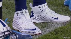 Chris Johnson of Tennessee Titans with Newtown shooting victims names written on his shoes