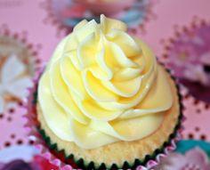 70 Ideas cupcakes frosting recipe swiss meringue for 2019 Swiss Meringue Buttercream, Buttercream Cake, Cupcake Frosting Recipes, Salted Caramel Cupcakes, Sweet Sauce, Cream Frosting, Russian Recipes, Relleno, Sweet Recipes