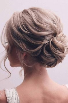 Hairstyles That Match Your Dress ❤ Hair updos are really popular now and there is no wonder why. It does not matter if you are a student or a politician – there is always something for you! #hairupdos #lovehairstyles #hair #hairstyles #haircuts Hair Up Styles, Long Hair Wedding Styles, Medium Hair Styles, Up Dos For Wedding, Up Dos For Prom, Updos For Medium Length Hair, Up Dos For Medium Hair, Updo For Long Hair, Wedding Hairstyles For Medium Hair