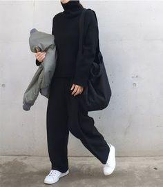 37 Ideas Sneakers Fashion Outfits Minimal Chic All Black Fashion Mode, Look Fashion, Korean Fashion, Winter Fashion, Fashion Black, Normcore Fashion, Normcore Outfits, Trendy Fashion, Black Fashion Bloggers