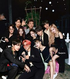Bts Group Photos, Blackpink Photos, Bts Pictures, Bts Girl, Bts Boys, Korean Girl Photo, Kpop Couples, Foto Jimin, Blackpink Video