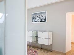 USM Haller credenza glass and pure white combination. www.usm.com
